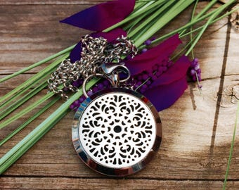 Moroccan Lace Aromatherapy Oil Diffuser Locket