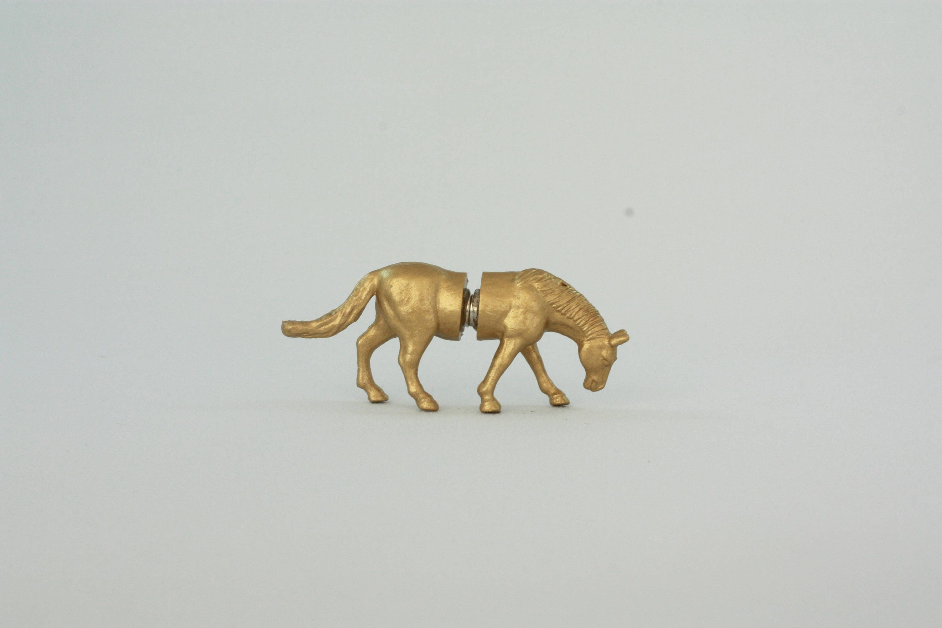 Set of HORSE magnetic place card holders - gold horses - place card ...