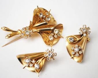 Flower Brooch and Earrings set - gold plated - rhinestone - floral - Designer signed Weiss NY -mid century