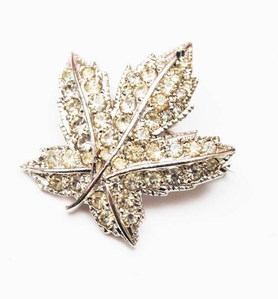 Maple Leaf Brooch - Rhinestone - signed Keyes - silver tone metal -  leaf pin