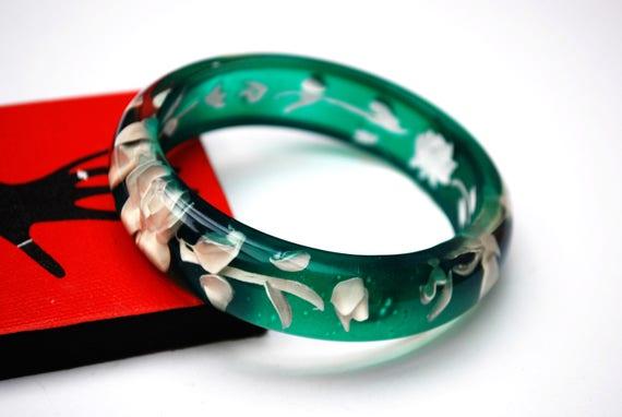 Green  White Flower Bangle  - Reversed Carved - molded  white  Intaglio floral - Green Lucite bracelet
