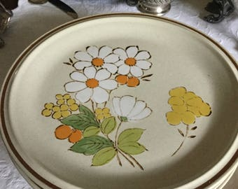 """Six-Hearthside Stoneware Japan Floral Expressions-Daisy-Summertime-Dinner Plates-10 1/2"""""""