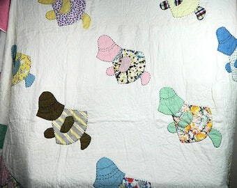 1930s Appliqued Sunbonnet Babies Scalloped Quilt Hand Quilted
