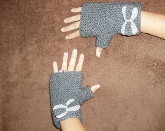 fingerless gloves with a chic bow