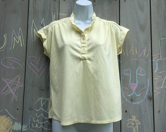 Vintage top | Pale yellow 70s polyester cap sleeve pullover top