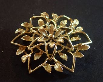 Sarah Coventry Gold tone Floral Brooch T-17