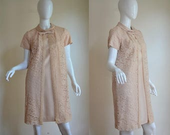 """1960s Lovely Taupe Peach Dress in Shantung and Lace Bust 35"""""""