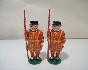 Lot of 2 Vintage British Yeomen Warders Beefeaters Painted Lead Figures