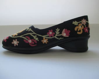 April Cornell Black Shoes with Flower Embroidery - Size 8