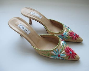 Vintage 1990s Isaac Mizrahi Pointy Toed Mules - Straw with Embroidered Flowers! - Size 8.5