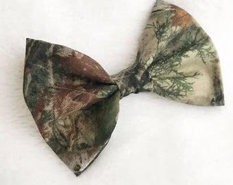 Camo hair bow. Camo baby headband. Mossy oak hair bow. Camouflage hair bow. Daddys hunting buddy. Hunting hair bow.