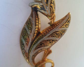 Vintage Unsigned Damascene Faux Pearl Flower Brooch/Pin