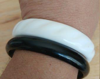 Vintage Set Of 2 White And Black Acrylic Plastic Bangle Bracelets