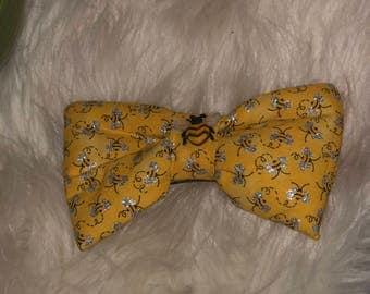 Bee theme hair bow