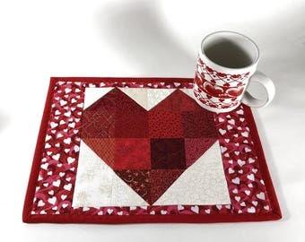 Heart Mugrug, Valentine Snack Mat, Red and Cream Mug Rug, Mini Placemat, Handmade Beverage Mat, Mini Quilt, Mouse Pad, Mug Mat