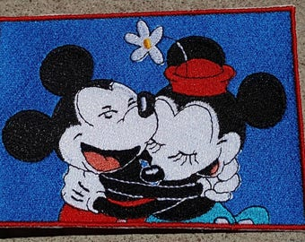 Classic Mickey and Minnie Hug embroidery Patch - iron-on