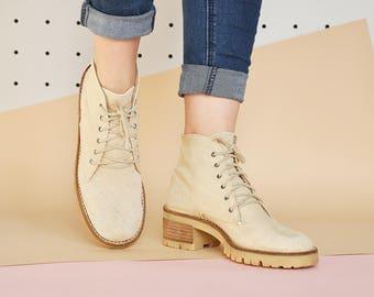 90s CANVAS boots BOHO boots ANKLE boots beige boots rustic boots lace up boots hippie boots bohemian boots / Size 7.5 us / 5 uk / 38 eu