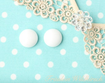 """""""Cream-buttons"""" vintage stud earrings 15 mm"""