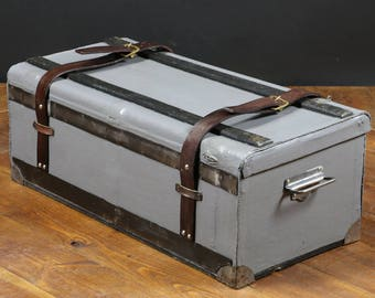 Automobile trunk with key R2218