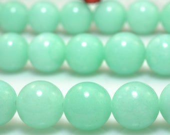 47 pcs of Natural Green Jade smooth round beads in 8mm (04466#)