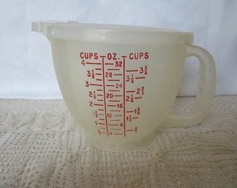 Vintage Tupperware Measuring Cup with Pourable Lid Cups / Liters