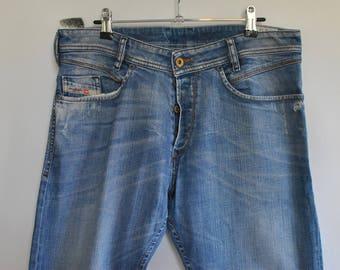 Vintage DIESEL MEN'S JEANS with advance patina size W-34..................(055)