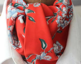 Tie scarf, Ascot in fashionable, redwith white flowers