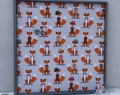 Tableau d'affichage babillard aimanté recouvert tissu de renards roux orange noir gris organisation bureau mémo chambre enfant