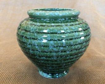 Vintage green ribbed Hull urn vase