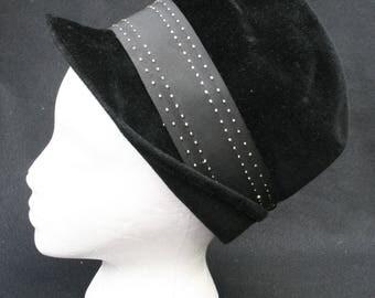Vtg Womens Black Velvet Hat Cloche w/ Box Wide Ribbon Beautiful 1950's