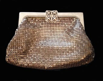 Art Deco vintage  Whiting & Davis silver mesh purse in great condition.