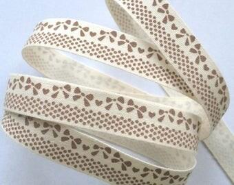 "decorative Ribbon: ""Brown bow"" on an ecru background"