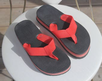 NEVER WORN! Deadstock! 1970s 80s Size 6 1/2 Black Pink Red Plastic Foam Thongs Flip Flops Sandals Flat Shoes