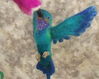Needle felted Hummingbird, Needele felted Animal, Needle felted Bird, Needle felted Hummingbird in flight with stand