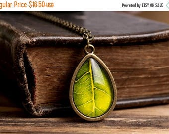 20% OFF Green leaf necklace, antique brass necklace, tear drop necklace, glass dome necklace, green necklace, tree leaf necklace, nature nec