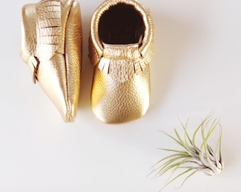 Gold 100% leather baby moccasin classic style