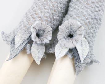 """Manchettes-Mitaines crochet """"Gris""""-fleurs en laine feutrée - gris et argent"""