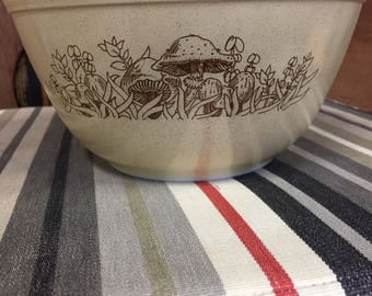 Forest Fancies 402 Pyrex Mixing Bowl