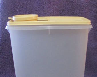 Tupperware Vintage Cereal Storage Container TOTE 1