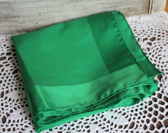 Vintage. Scarf. Green. With silk trimming. Square. Cute scarf!