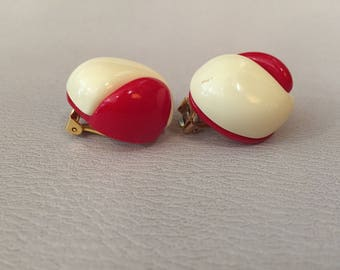 1980S // PEPPERMINT PATTY // Vintage Red and White Clip On Earrings