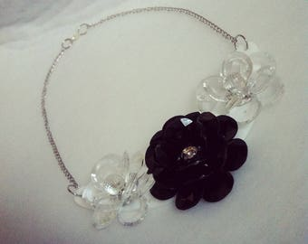 Bib necklace black and clear flowers