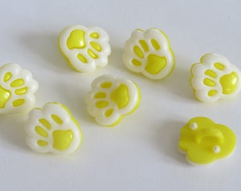 Pale yellow and white animal print button