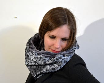 grey snood with flowers