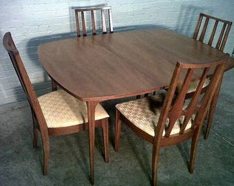 Broyhill Brasilia Rounded Square table