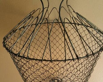 Vintage collapsible wire EGG basket / Farmhouse country collectable