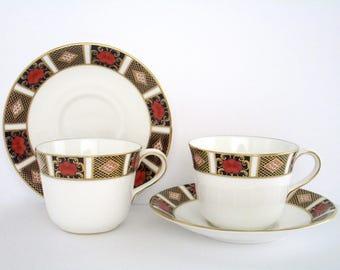 Set of 4, Royal Crown Derby England Old Imari Border Bone China Tea Cup And Saucer