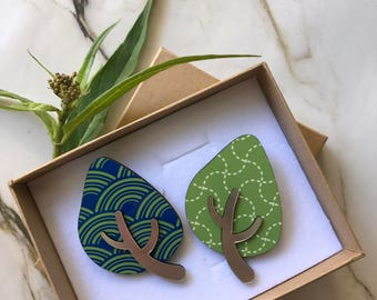 Set of 2 (two) Brooches Tree