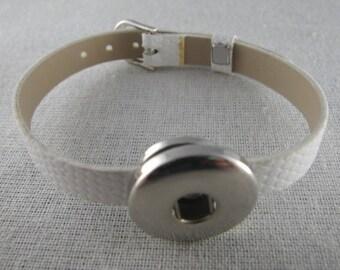 White backing snap leather bracelet