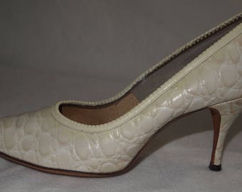 vintage WOMENS CROC LEATHER Shoes High Heels cream color croc leather size 8.5 leather heels